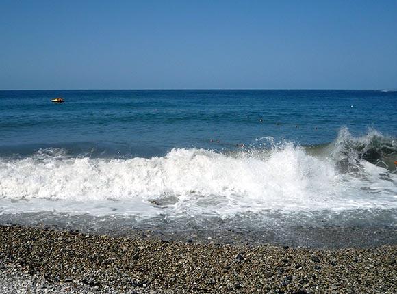 Роспотребнадзор: вода у берегов Сочи безопасна для купания