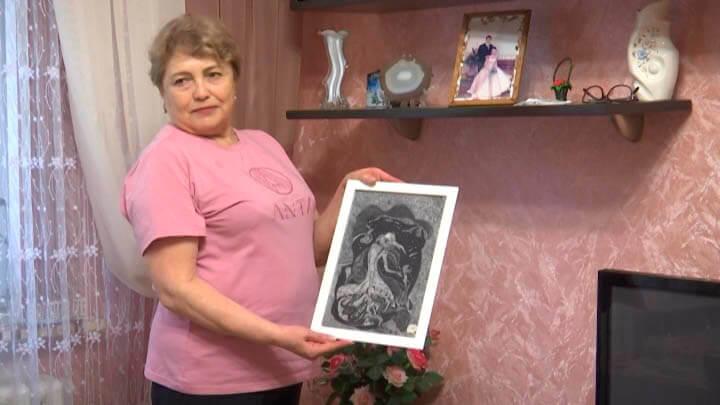 В Ейске художница создает картины из тополиного пуха