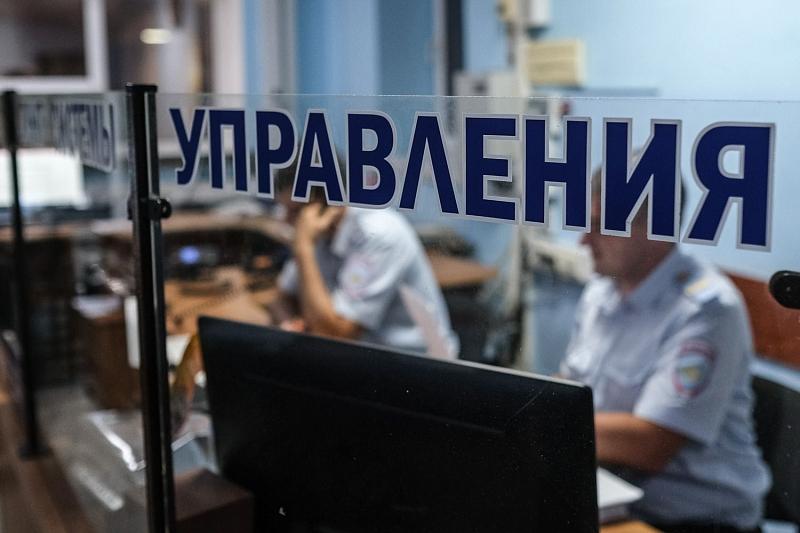 В Краснодаре мужчина украл телефон и через мобильное приложение списал 4 тыс.рублей