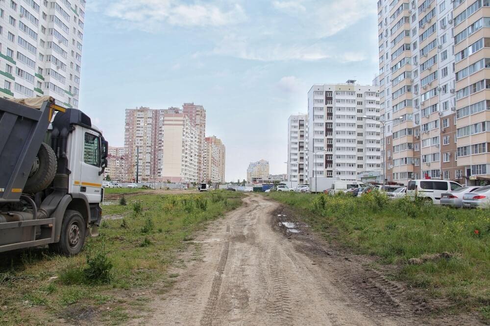 В Краснодаре начали прокладывать дорогу на проспекте Писателя Знаменского