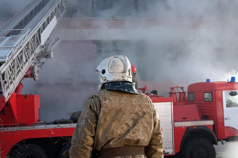 В Краснодаре ночью произошел крупный пожар в частном доме