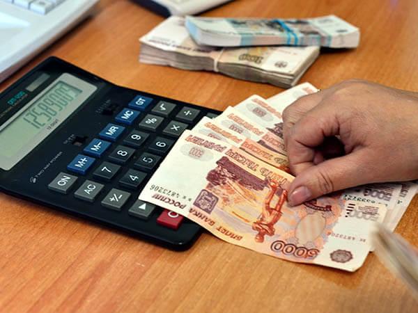 Зарплата 40% россиян сократилась из-за пандемии коронавируса