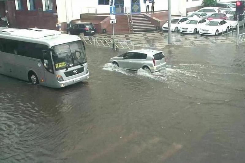 Краснодар плывет. На улицы города вышла водооткачивающая техника