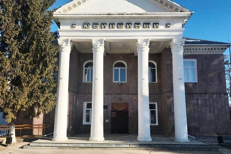 В Мостовском районе сельский кинозал модернизируют в рамках нацпроекта «Культура»