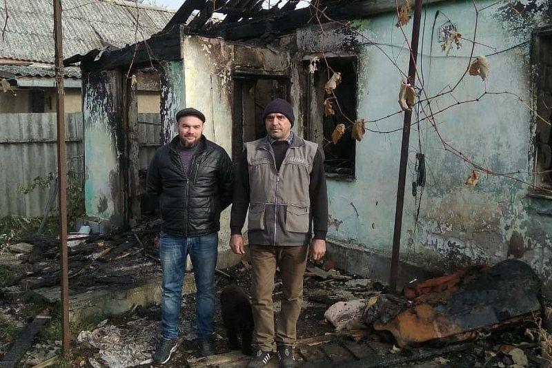 Двое мужчин спасли пожилого соседа из горящего дома
