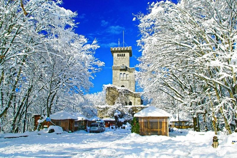 Башня на горе Большой Ахун и «33 водопада» закрыты из-за снегопада и ветра