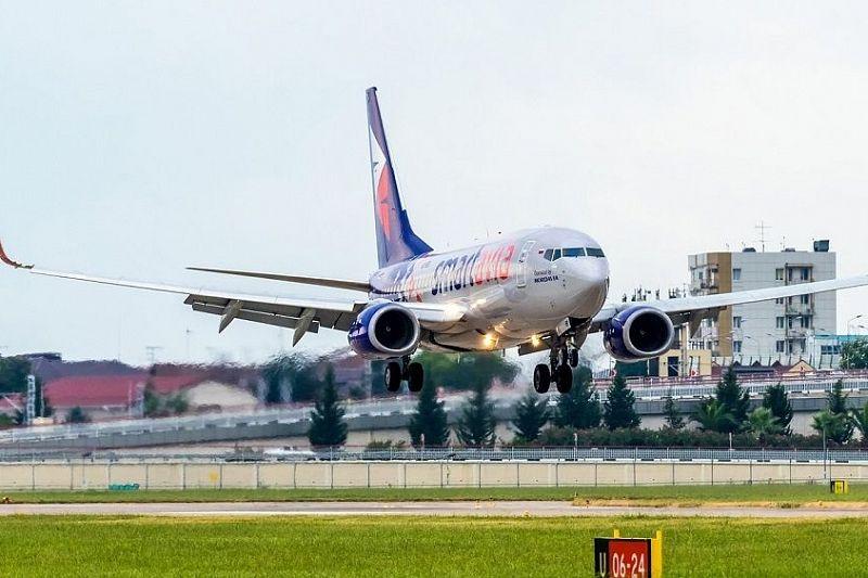 Из-за сильного ветра в Сочи не смогли приземлиться два самолета