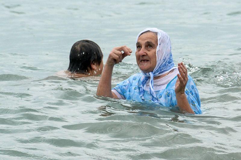 Купание в проруби на Крещение: что надо знать, чтобы не навредить здоровью