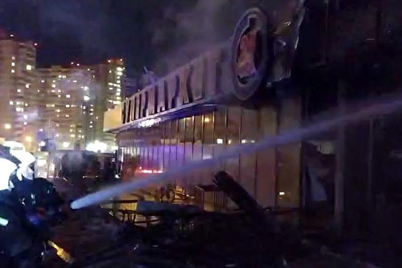 Один человек погиб, двое пострадали во время пожара в супермаркете в Краснодаре