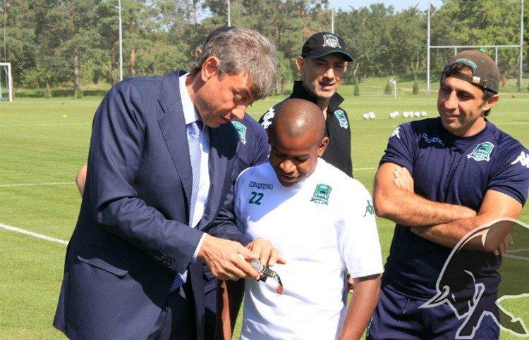 У игрока «Сочи» Жоаозиньо хотели выкупить подаренные Галицким часы