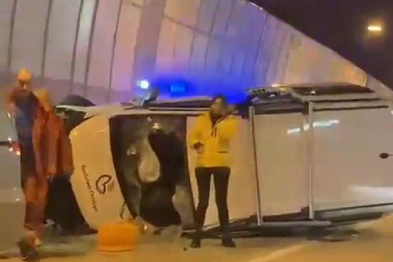 В массовом ДТП в тоннеле по дороге на Красную Поляну пострадали два человека