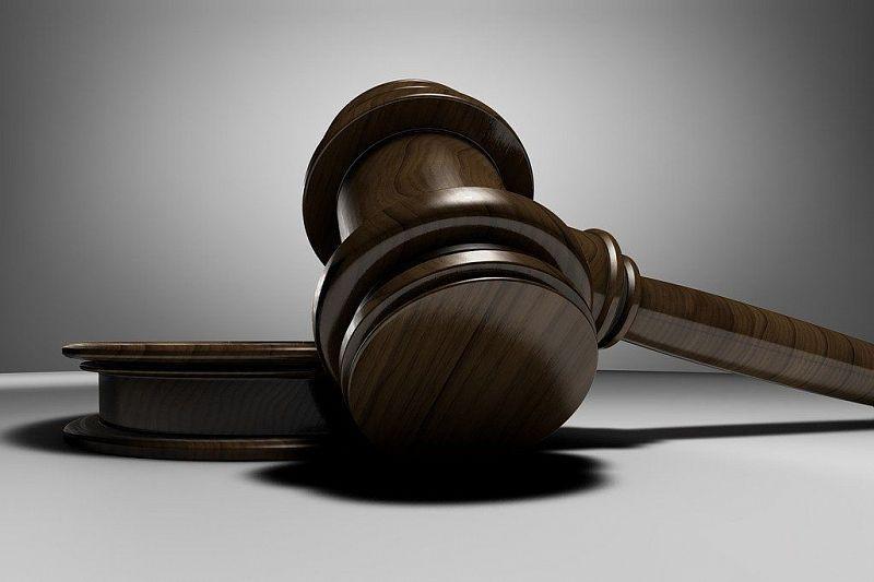 Бухгалтер идет под суд за присвоение более 800 тысяч рублей. Ей грозит до шести лет тюрьмы
