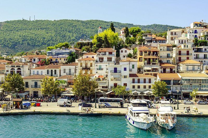 Греция с 19 апреля начнет принимать туристов из России без карантина