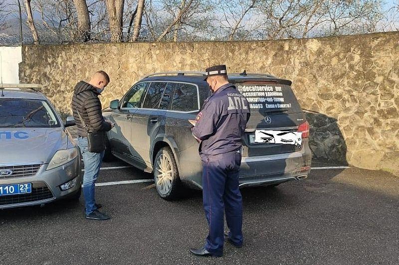 Полиция нашла водителя Mercedes, проехавшего по пляжу в Алексино