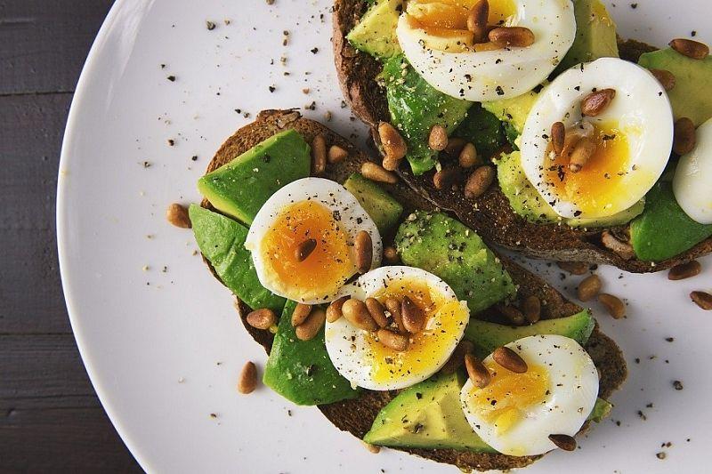 Диетолог назвала полезные продукты для правильного завтрака